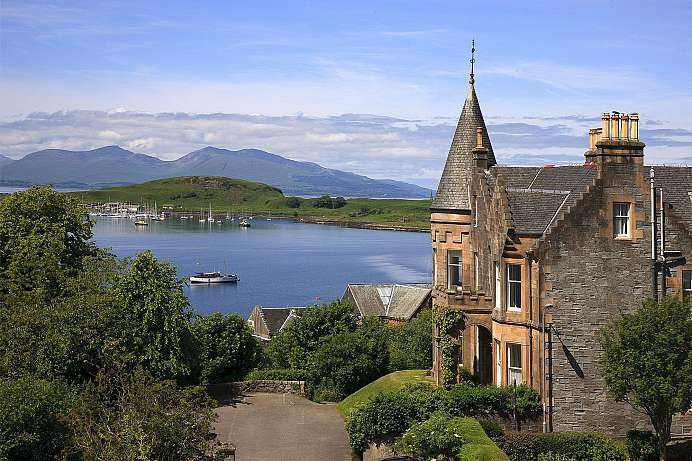 Über der Bay of Oban: Baronial House