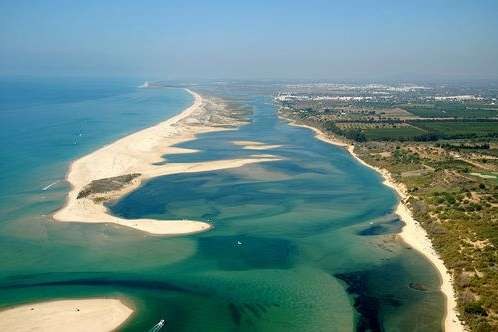 Several kilometers of sandy beaches: Ilha de Tavira