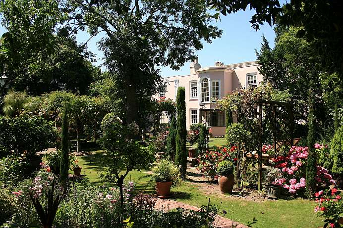 Magnificent garden: Manor house near Eastbourne