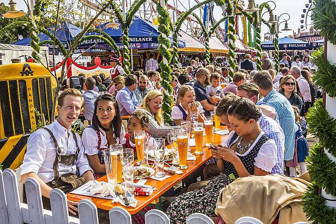 O'zapft is (It's tapped!) Cheers!: Oktoberfest