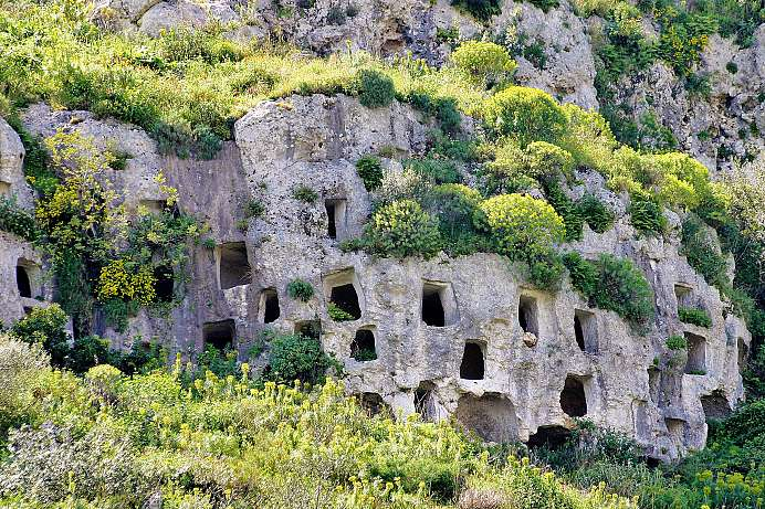 Over 5,000 tomb caves: Gorge of Pantalica