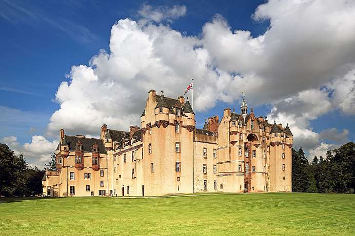 Situated in a river bend: Fyvie Castle