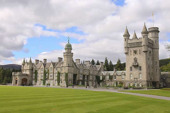 Victoria's dear Paradise in the Higlands: Balmoral Castle