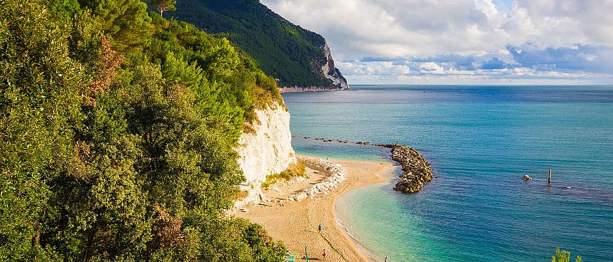 Charming seaside resort near Ancona: Sirolo