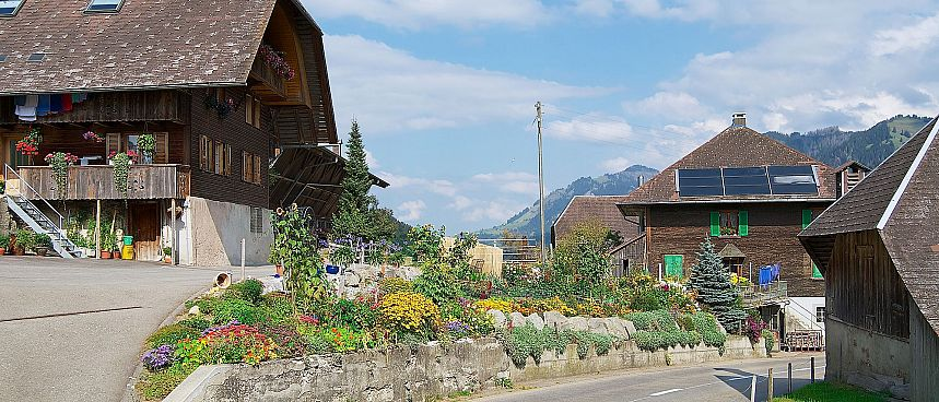 Magnificent farmsteads in picturesque valley: Emmental