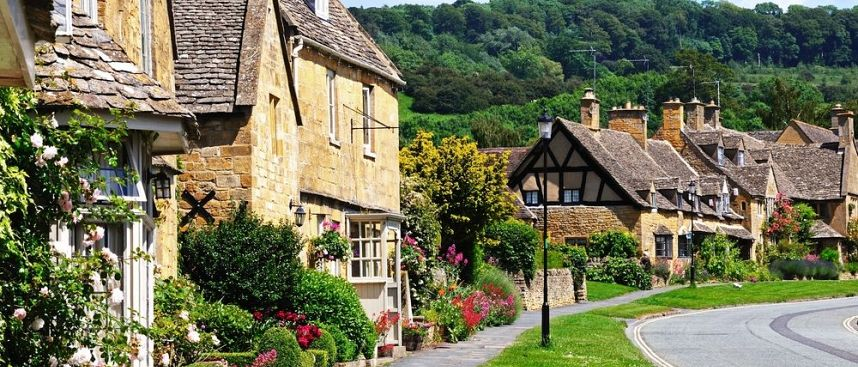 Rolling hills, picturesque villages: Cotswolds