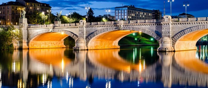 The River Po in Turin: The umberto bridge
