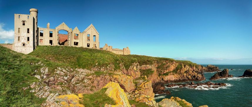 Spectacular coastline: Slains Castle in Cruden Bay