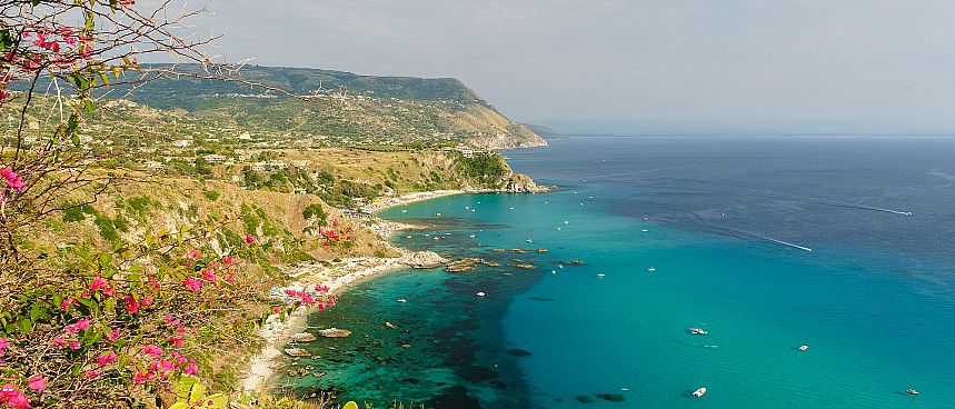 Sandy beaches, clear blue waters: Capo Vaticano
