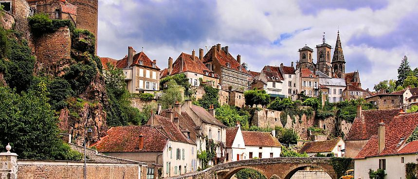 Semur in Burgundy: Medieval abbey in wine country