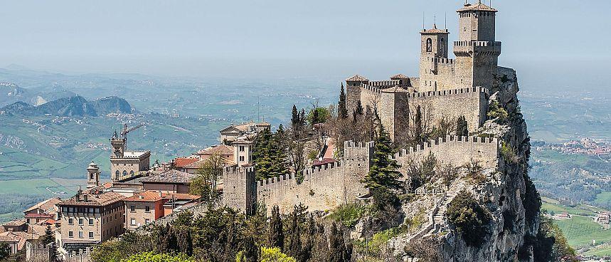 San Marino: Burgengekrönter Kleinststaat am Monte Titano
